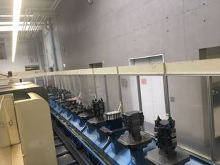 Fraiseuse Mazak Variaxis 500 5X - Production line 2 machines / 14 pallets, A.  2005-6